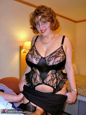 BBW in Bra Pictures