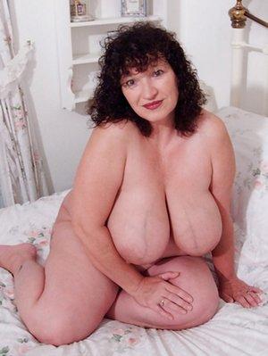BBW in Bedroom Pictures