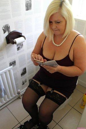 BBW in Bathroom Pictures