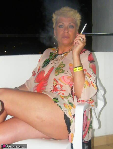 Smoking BBW Pictures