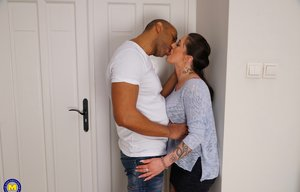 BBW Kissing Pictures